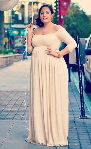 1e16d5c8568e4a2 Вырез горловины для платья А-силуэта тоже может быть самым разнообразным.  При наличии красивой груди платье можно украсить глубоким V-образным  вырезом.